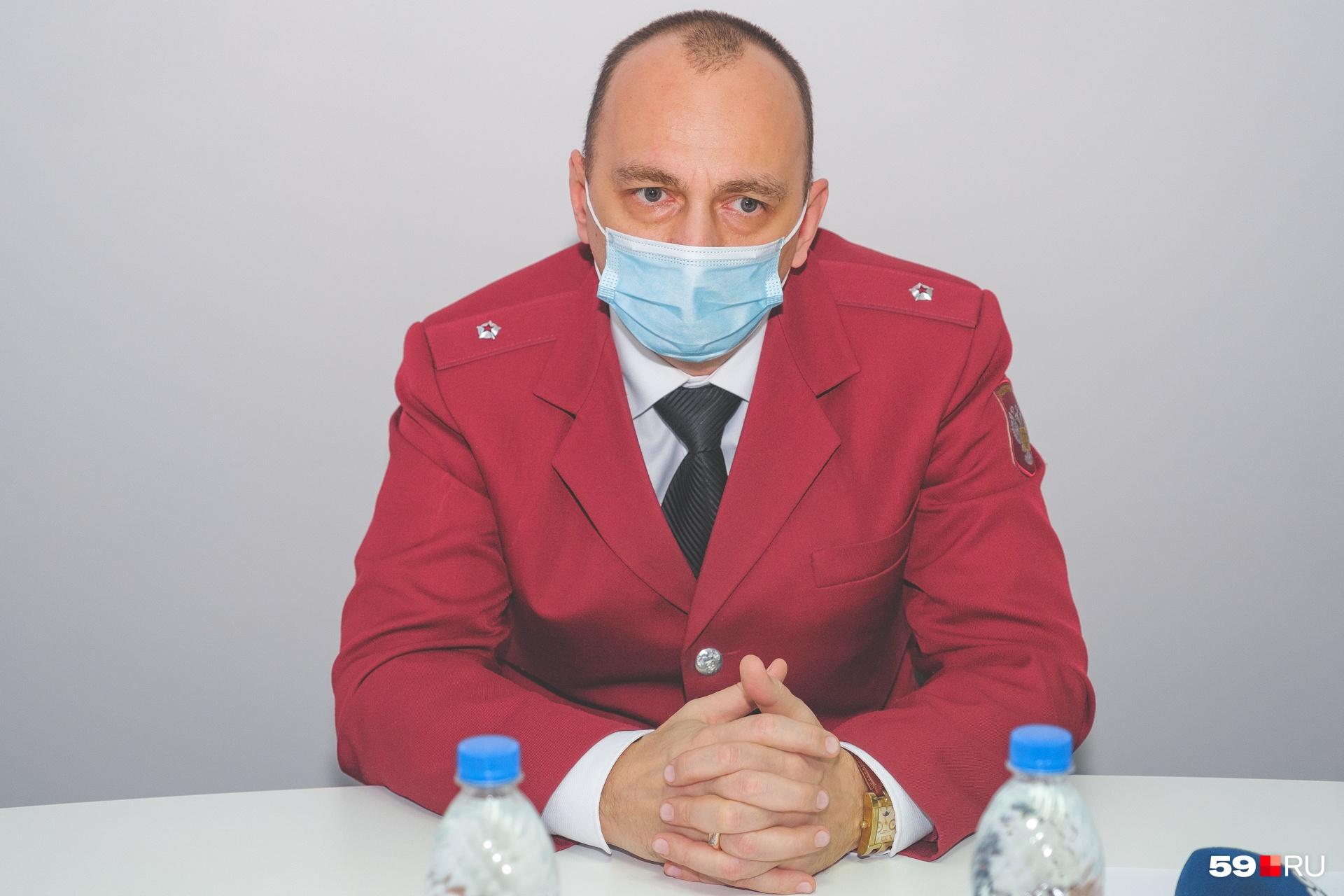 Еще один участник брифинга — главный санитарный врач Пермского края Виталий Костарев