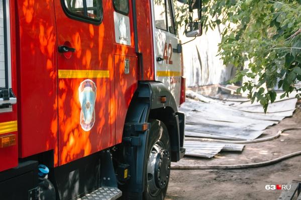 На пожар прислали более 10 машин