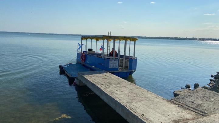 «Мало трагедий на воде»: челябинцы пожаловались на речной трамвайчик, катающий людей без жилетов