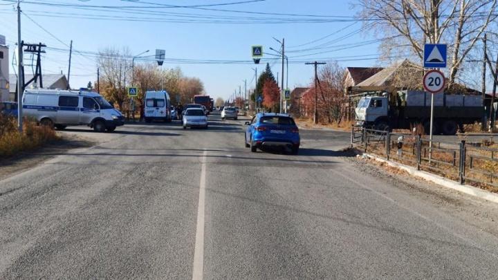На Урале пожилой водитель сбил 14-летнюю школьницу. Ее отправили в больницу