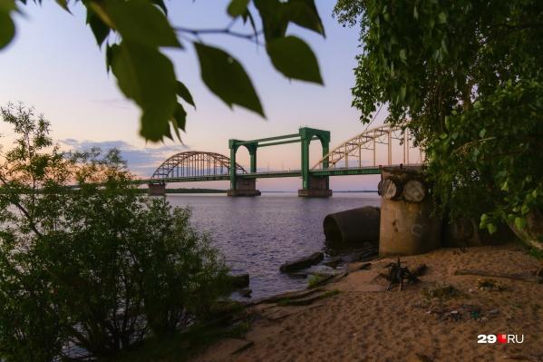 Открыть мост обещают ранним утром — до того как по нему люди массово поедут в город с левого берега