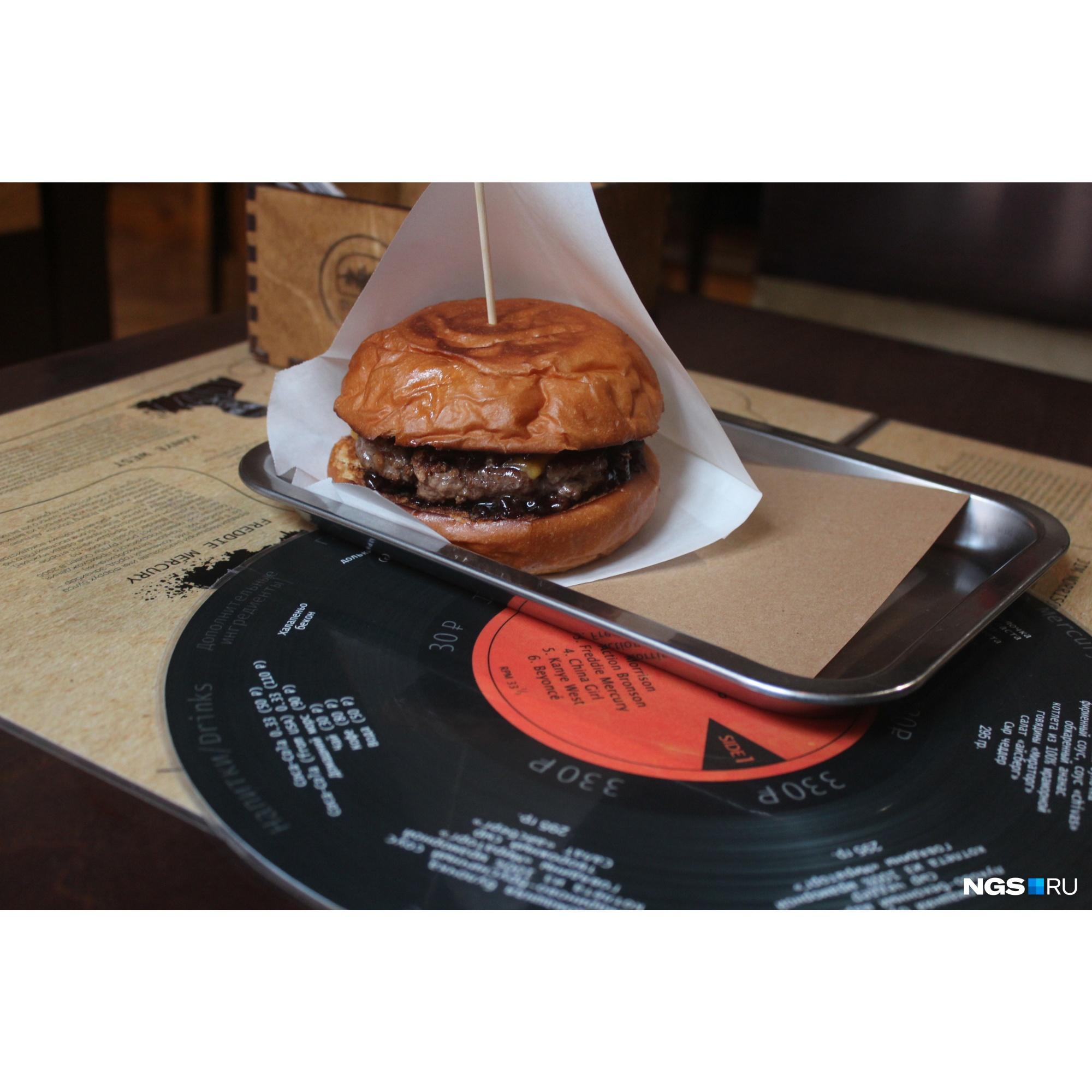 Бургер «Канье Уэст» за 330 рублей
