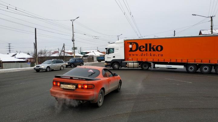 На Кирова изменят режим работы двух светофоров, чтобы избавиться от пробок