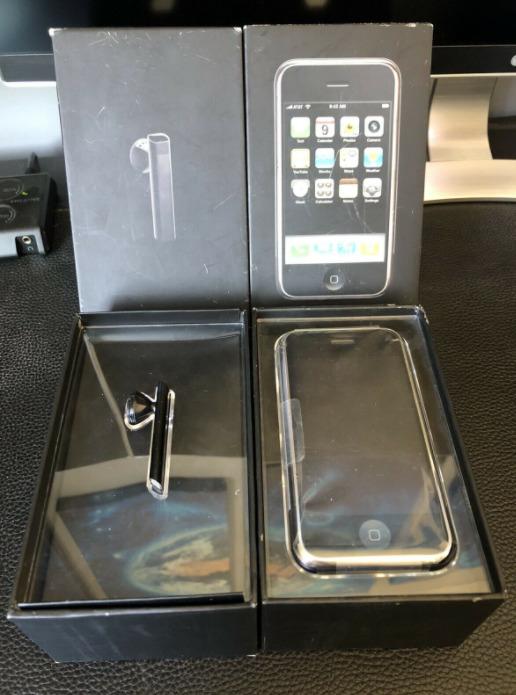 "iPhone 2G в заводских пленках&nbsp;за&nbsp;<nobr class=""_"">227 686</nobr> рублей"