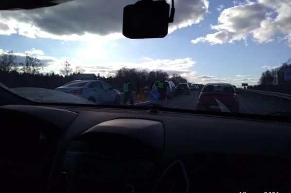Столкнулись машины, двигавшиеся в попутном направлении
