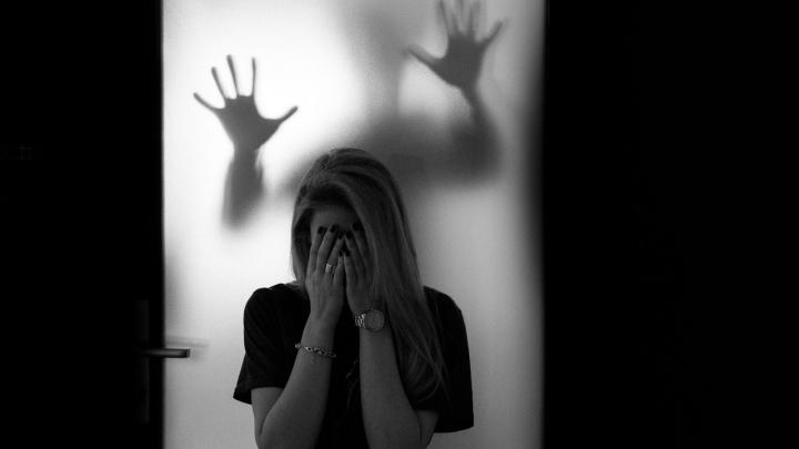 «Подростками управляет желание увеличить просмотры и лайки»: психолог — о драке омских школьниц