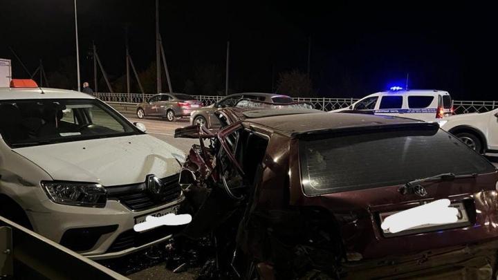 Водитель погиб на месте: в Волгограде в массовом ДТП пострадали четыре человека, двое из них дети