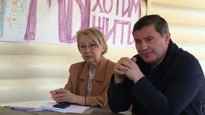 Андрей Бочаров без предупреждения приехал в едва не снесенный коттеджный поселок «Белая дача» под Волгоградом