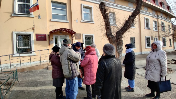 Наш ответный удар будет на выборах: в Волгограде сторонники местного времени штурмуют суд