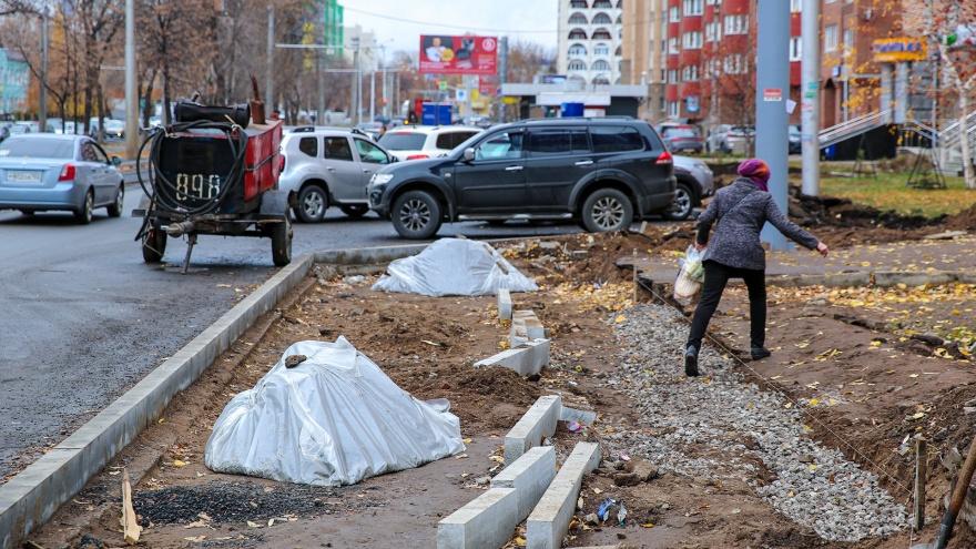 Колдобины, грязь и песок: фото самого страшного перекрестка Уфы, где больше полугода идет ремонт
