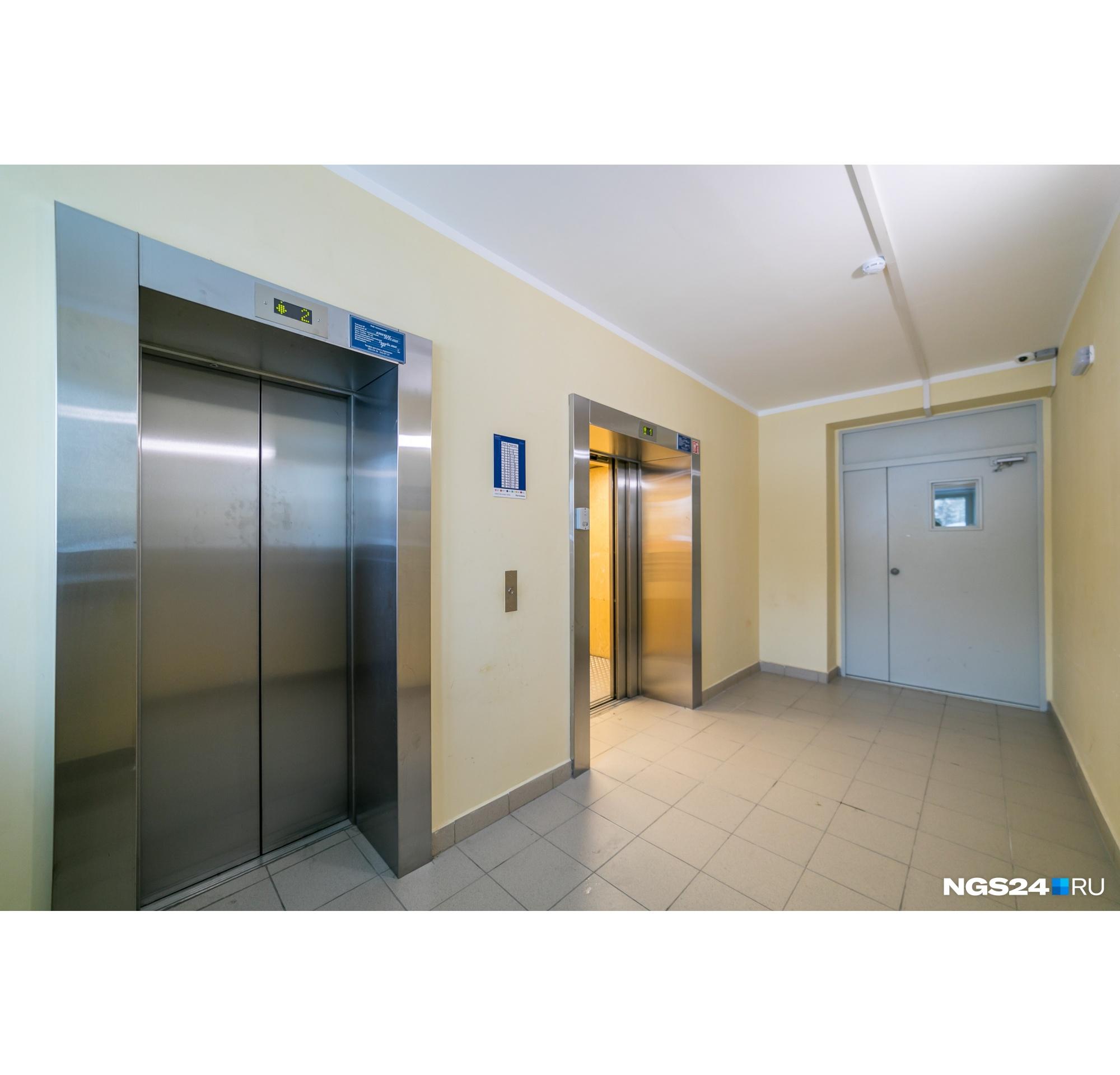 Несмотря на то что застройщик не стал делать отделку в квартирах, в подъездах она выполнена аккуратно и по-современному