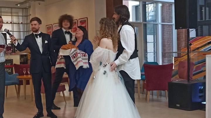 Лиза Монеточка сыграла свадьбу в Екатеринбурге. Еще раз