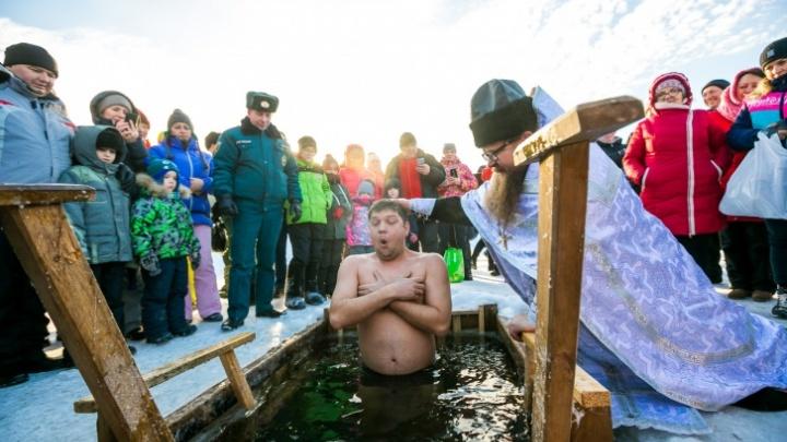Массовые купания на Крещение в Красноярске отменили из-за пандемии