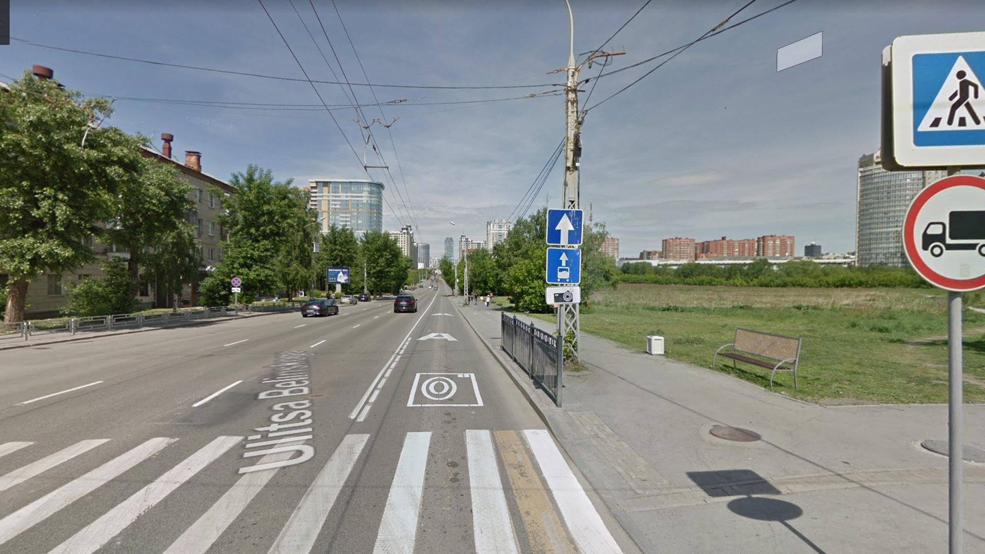 Эффективная выделенка на правой полосе на Белинского. На всем протяжении участка до Тверитина нет ни одного правого поворота