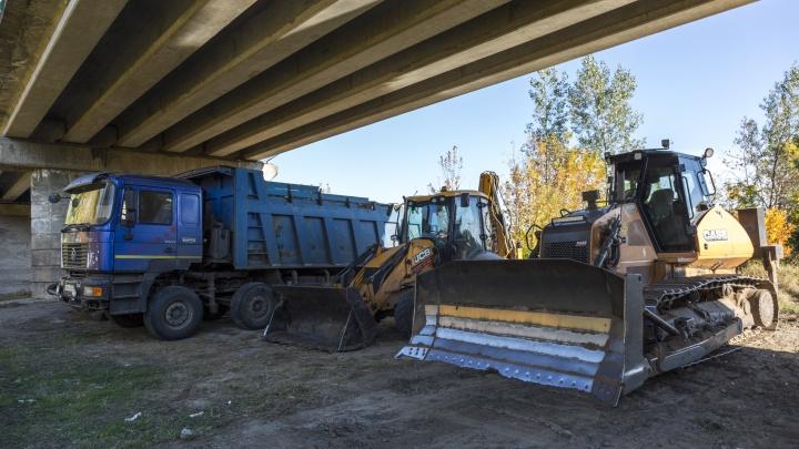 Под Волгоградом при строительстве трассы в Волго-Ахтубинской пойме обнаружили два боевых снаряда