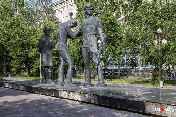 Разрабатывать документацию на ремонт памятников будет та же фирма, что делала проект ремонта памятника Ролику