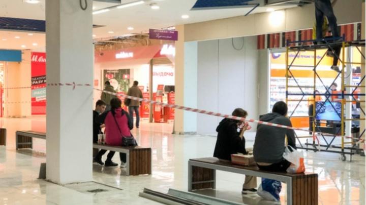 Тюменские власти продлили ковидные ограничения в торговых центрах и общепите