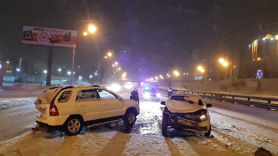 А это ДТП произошлона проспекте Салавата Юлаева, напротив АЗС «Лукойл»