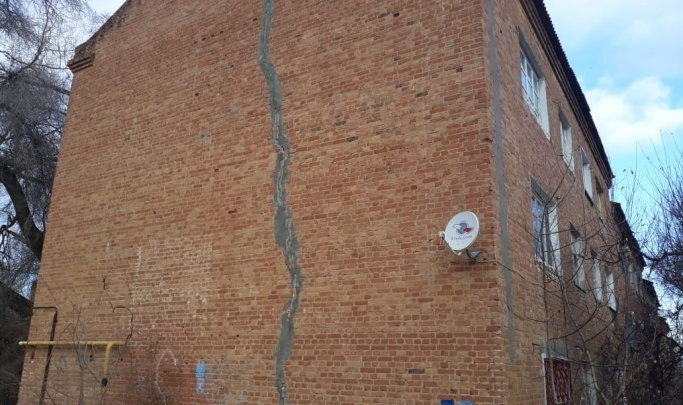 На юге Волгограда готовят к расселению аварийную трехэтажку