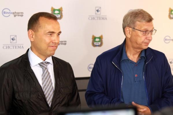 Владимир Евтушенков (справа) хочет построить реновацию «Синтеза»