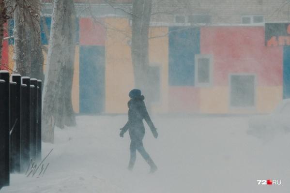 """В ближайшие сутки ожидается ужасная <nobr class=""""_"""">погода —</nobr> будет очень холодно, ветрено, а на дорогах еще и заносы"""