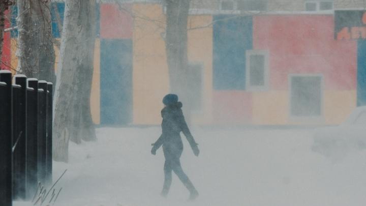 Штормовое предупреждение в Тюменской области. На трассах усилено патрулирование из-за снежных заносов