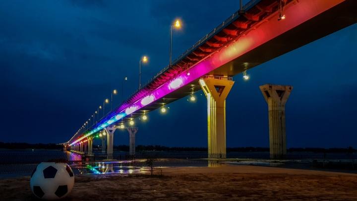 «От басов дети не могут уснуть»: врачи и больные в центре Волгограда жалуются на ночных меломанов у моста через Волгу