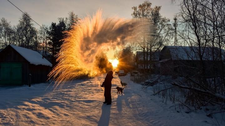 «Дубак-челлендж» в Архангельске и области: смотрим, как северяне развлекаются на морозе с кипятком