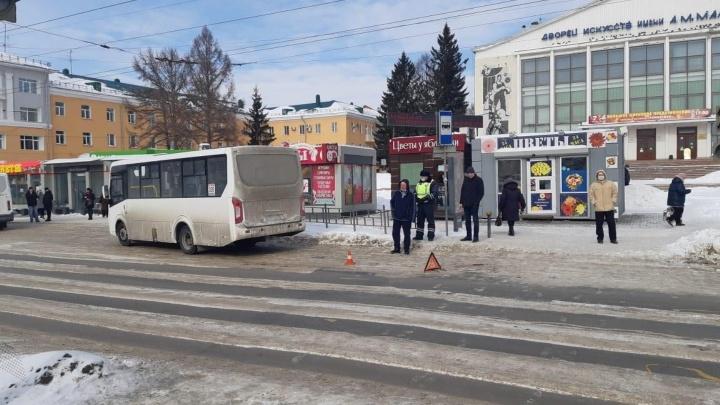 Возле ДК имени Малунцева автобус переехал женщину— момент аварии попал на видео
