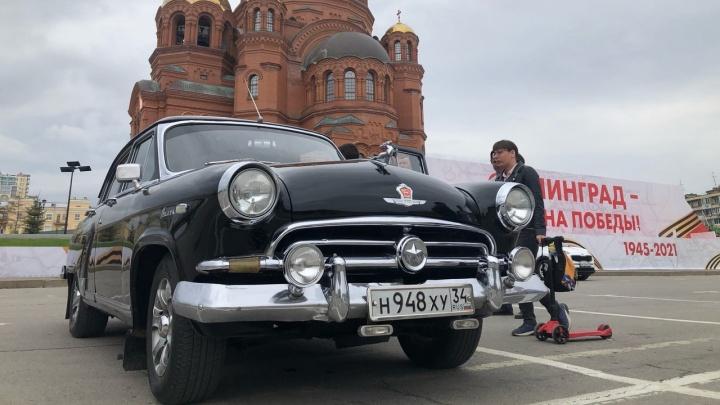 Прямо по курсу «черная молния»: участники ретропробега показали Волгограду свои раритеты