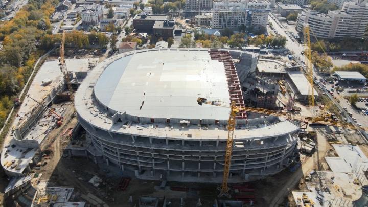 Ледовая арена УГМК обзавелась крышей: летаем над мегастройкой, которую развернули на месте телебашни
