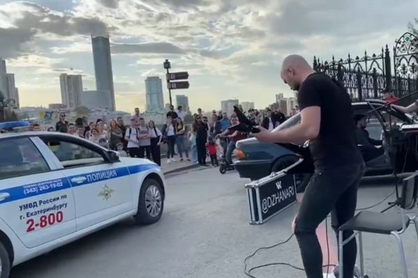 Полицейские попросили музыкантов прекратить концерт