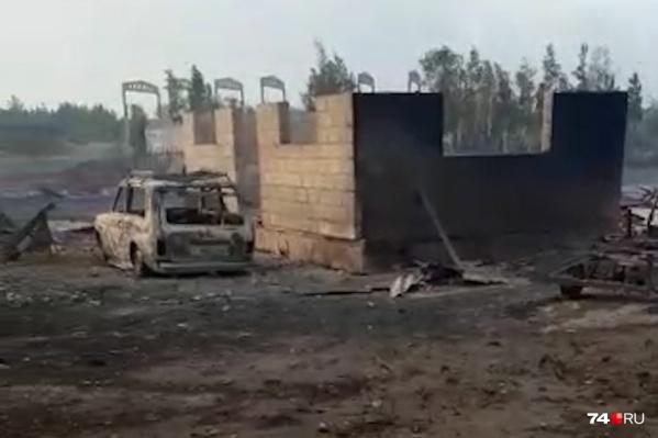 Лесные пожары, разбушевавшиеся на юге Челябинской области, уничтожили больше 70 домов в двух поселках