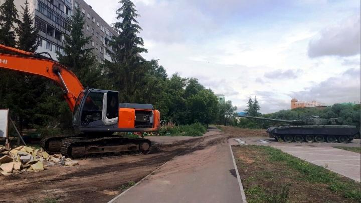 Проезжая часть вместо детской площадки: что мы знаем о новой дороге на Чехова