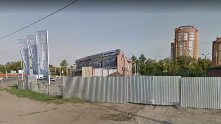 Мэрия Омска отсудила недостроенный офисный центр рядом с детским зоопарком