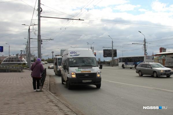 Перевозчики работают по нерегулируемым тарифам на 67 маршрутах