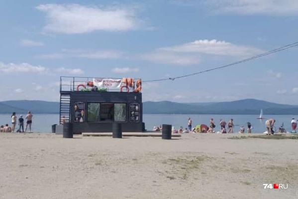 На самом популярном пляже Тургояка купаться теперь нельзя