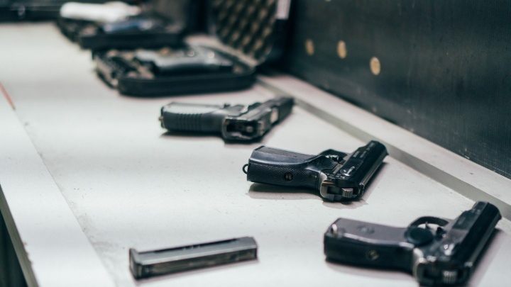 21-летний курсант МВД выстрелил себе в голову из пистолета