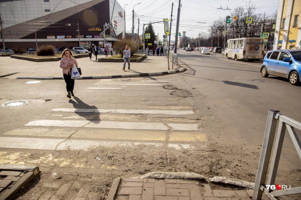 Пыль и груды грязи вдоль дорог раздражают каждого