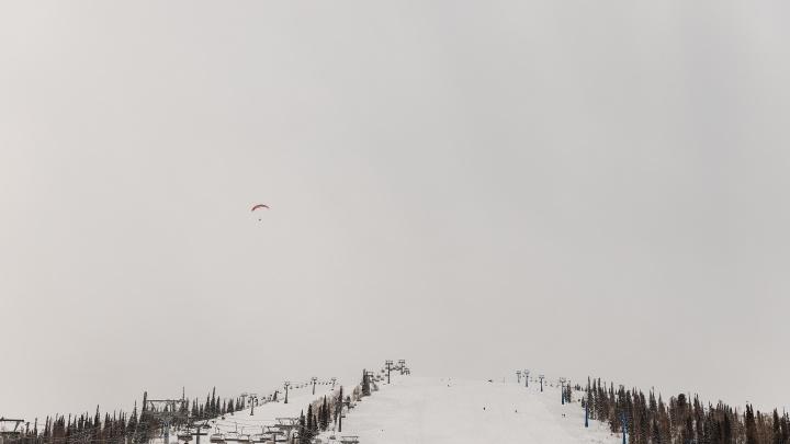 В Шерегеше во время катания на горе разбился турист из Московской области