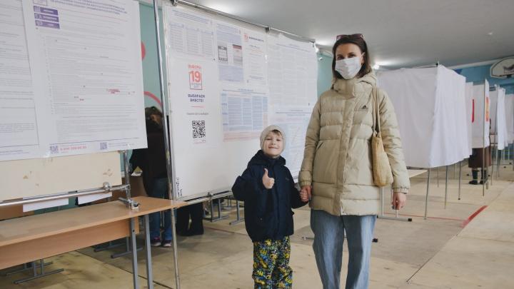Магнитогорск голосующий: фоторепортаж с избирательных участков