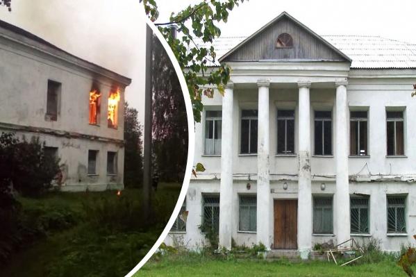 Историческое здание горит уже второй раз