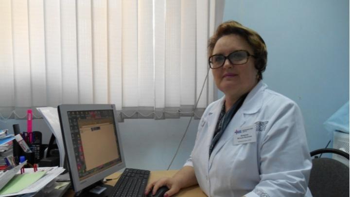 «Мамы не стало, и ее сразу забыли»: в Волгограде умершего от коронавируса врача-педиатра не признали заразившимся на работе