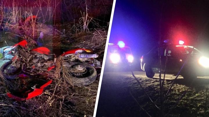 Вылетел с дороги и врезался в дорожный знак: на трассе под Екатеринбургом погиб 33-летний мотоциклист