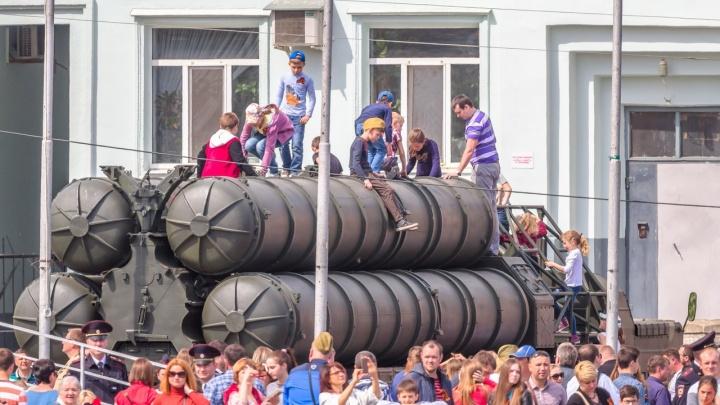 В Самаре на улице Чапаевской организуют выставку военной техники