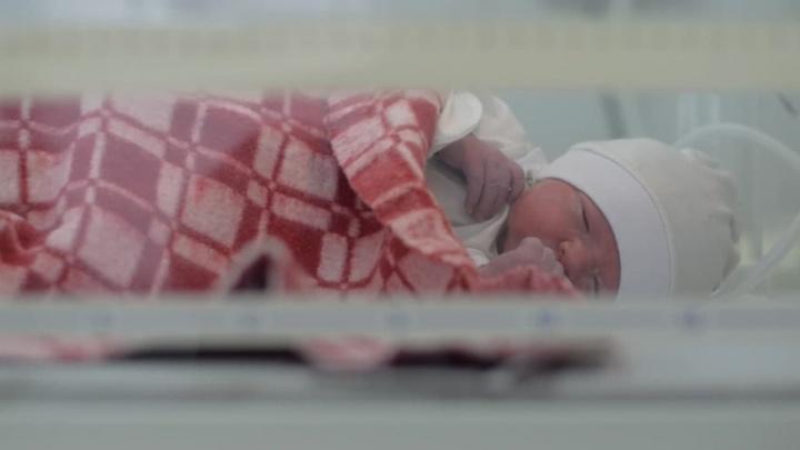 Власти Кузбасса рассказали, сколько младенцев родились 1 января (среди них есть одна двойня)