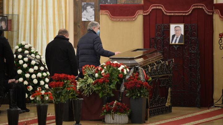 В Театре драмы простились со свердловским депутатом Владимиром Терешковым
