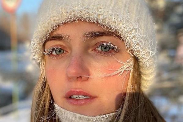 Ресницы модели Влады Росляковой покрылись инеем спустя 15 минут после того, как она вышла на улицу