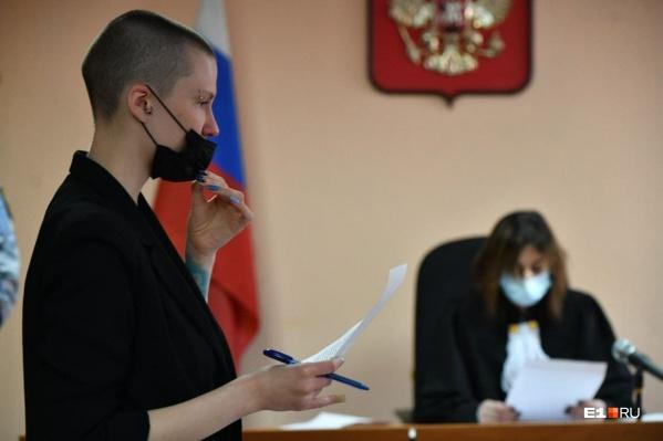 """Юлия Федотова — юрист, она<a href=""""https://www.e1.ru/news/spool/news_id-69832616.html"""" target=""""_blank"""" class=""""_"""">защищала Евгения Ройзмана в суде</a> по делам о его участии в митингах"""