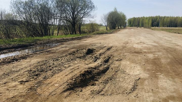 «С трудом подбираю приличные слова»: под Ярославлем развалилась дорога за 40 миллионов. Фото